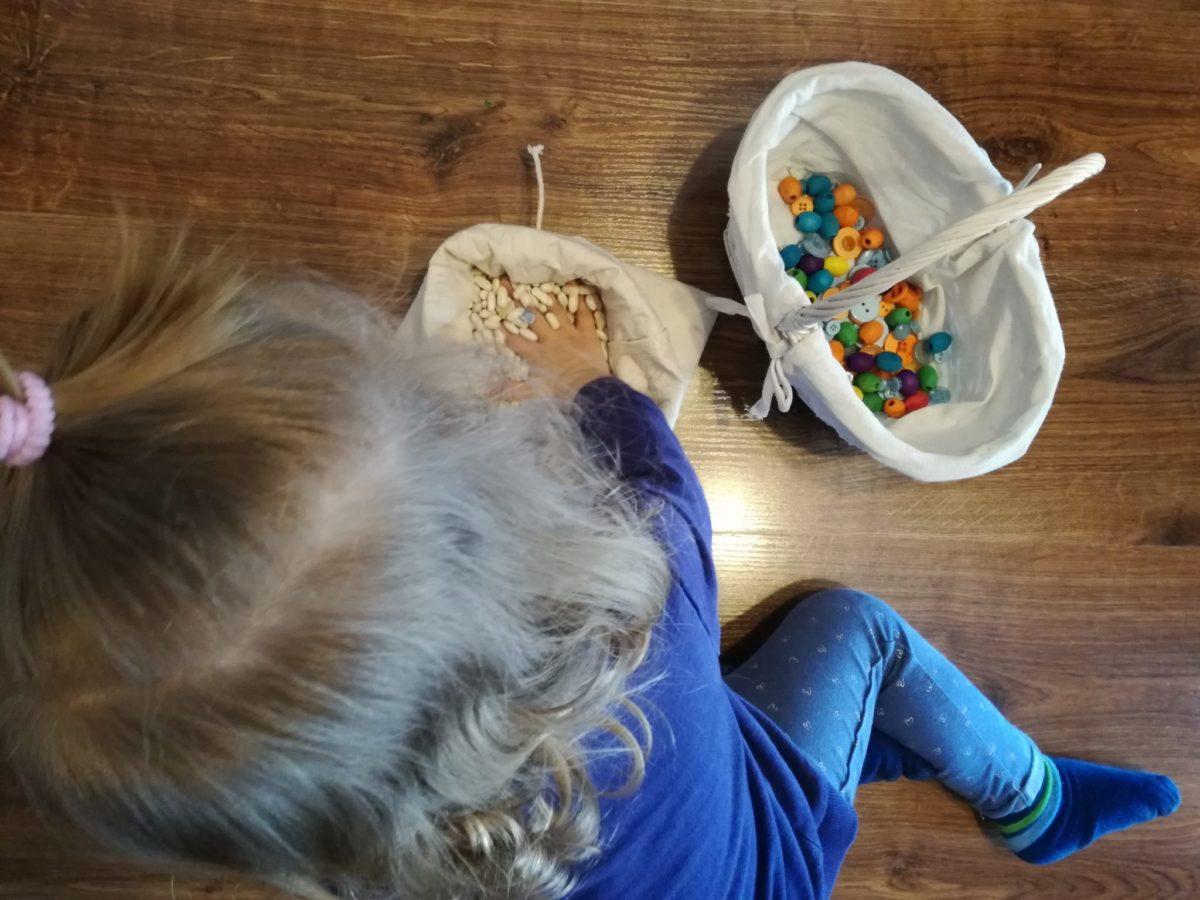 Czy integrację sensoryczną można rozwijać podczas zabaw w domu?